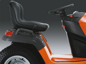 Husqvarna TS138 seating